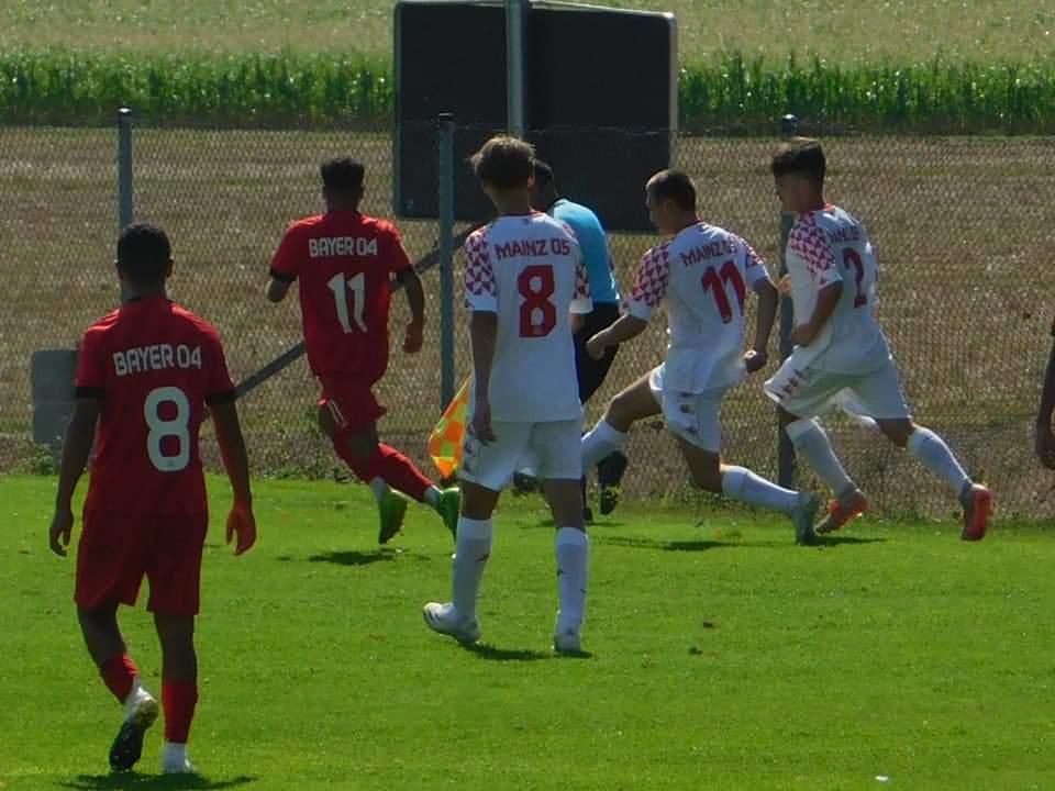 B – Jugend Testspiel zwischen Bayer 04 Leverkusen und Mainz 05 endet 3 – 3 Unentschieden